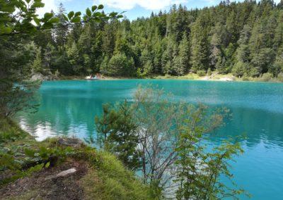 türkises Wasser eines Bergsees